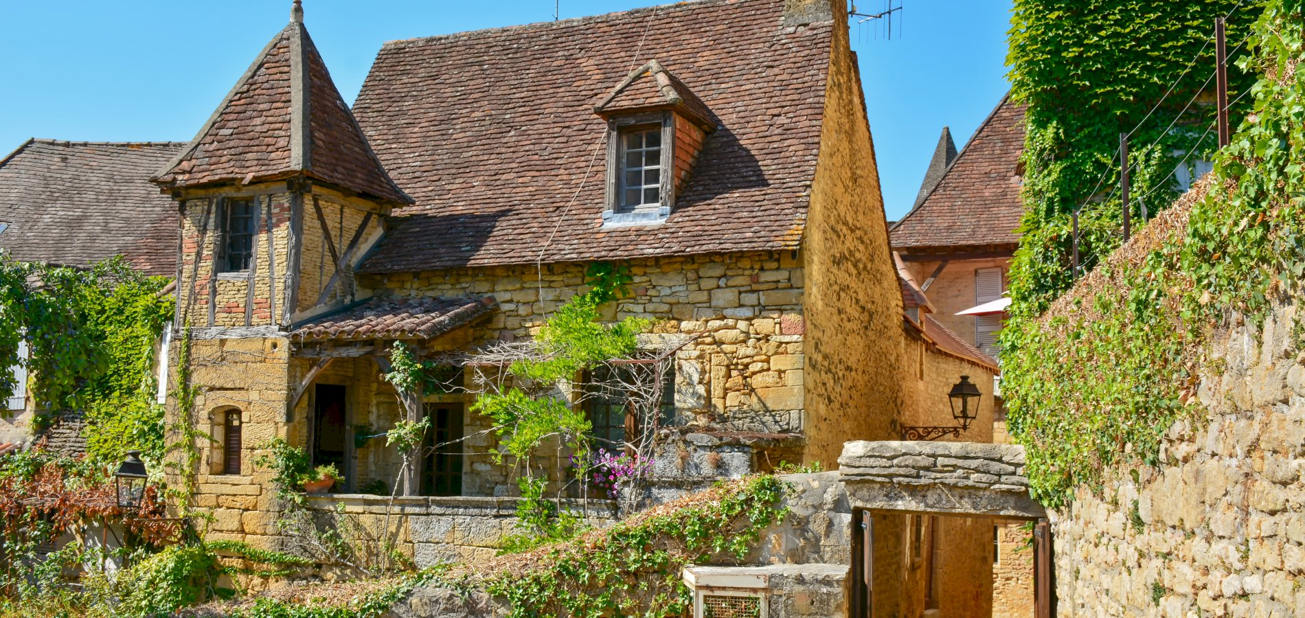 Ophorus Tours - 5 Days Dordogne Private Travel Package - 3* Hotel Option