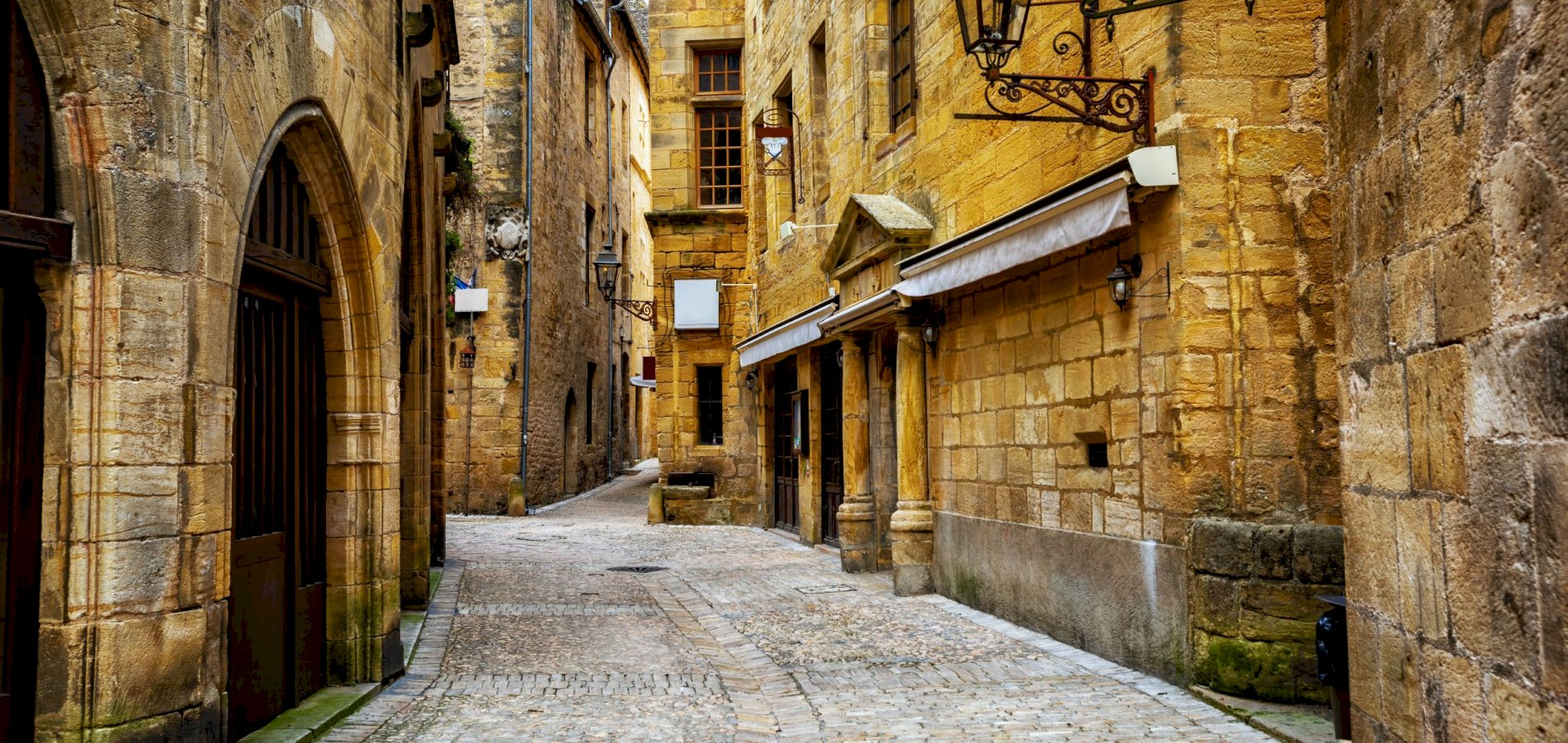 Ophorus Tours - Sarlat Small Group Private Guided Walking Tour with a Licensed Tour Guide