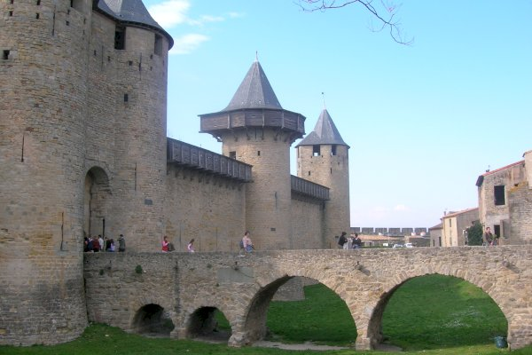 Ophorus Tours - From Bordeaux to Carcassonne Private Transfer