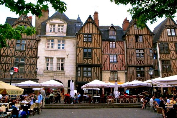 Ophorus Tours - From Bordeaux to Tours - Loire Valley Private Transfer
