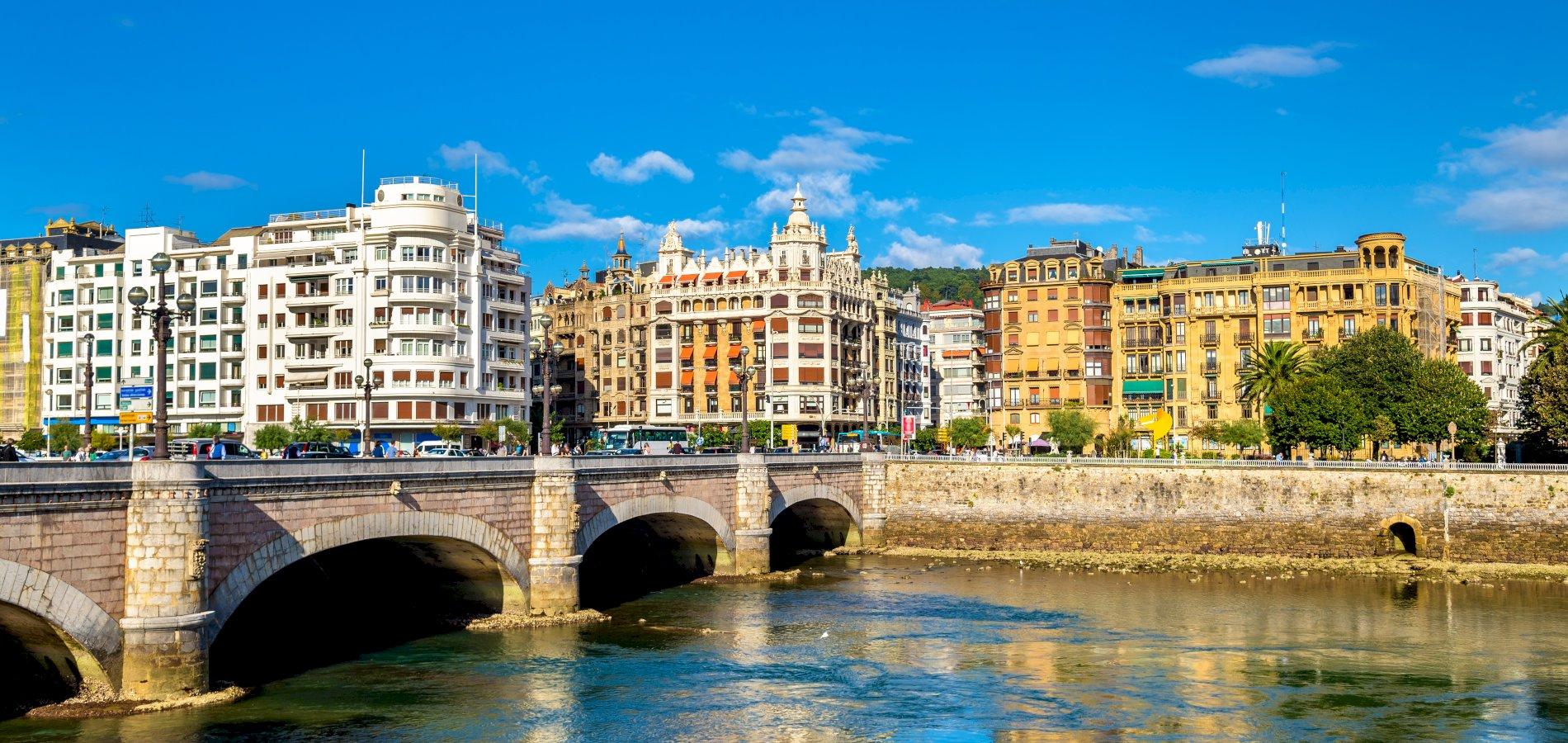 Ophorus Tours - From Bordeaux to San Sebastian Private Transfer