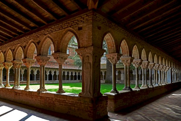 Ophorus Tours - From Bordeaux to Toulouse Private Sightseeing Transfer