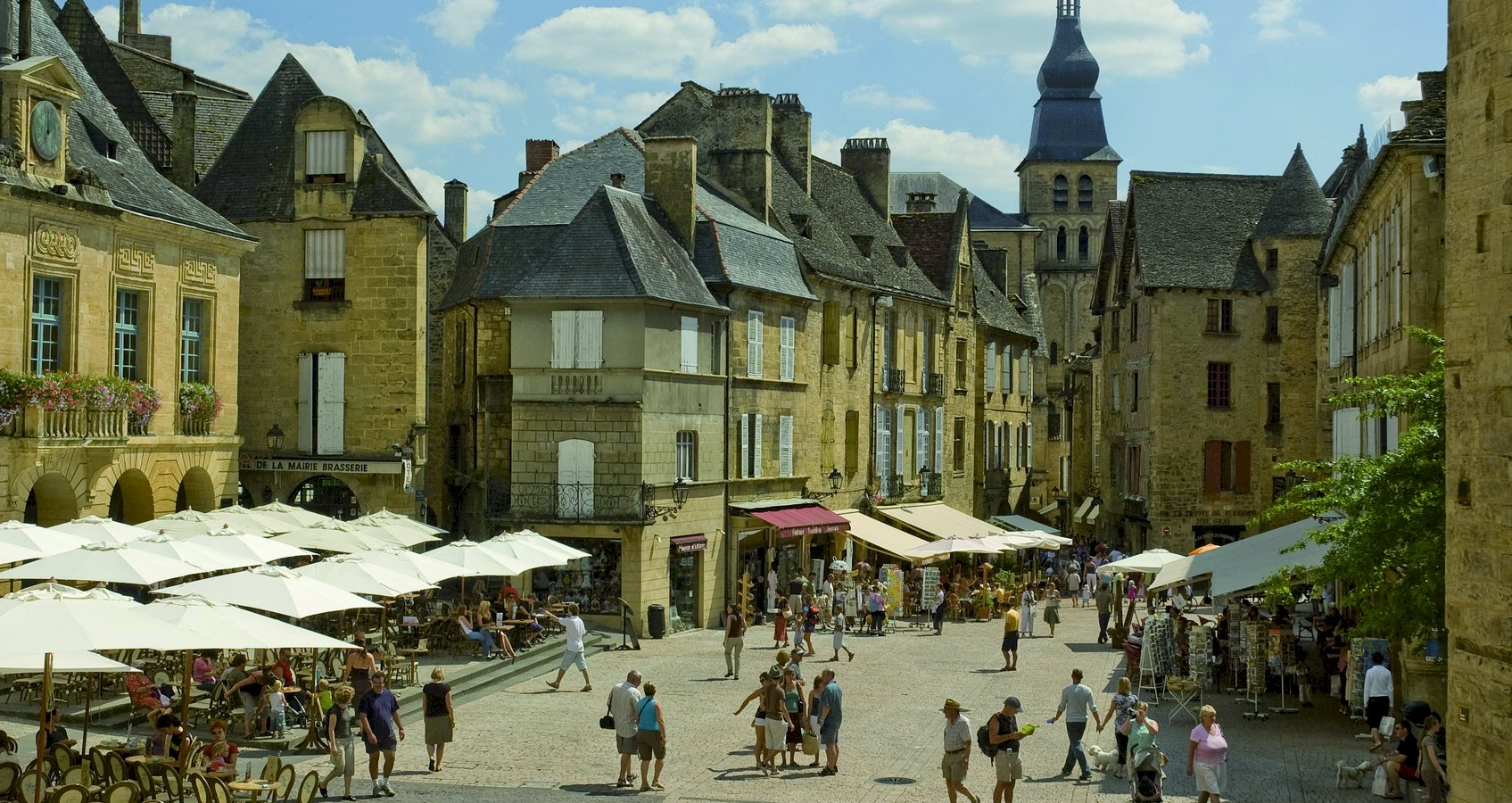 Ophorus Tours - From Brive Airport to Sarlat la Canéda Private Transfer
