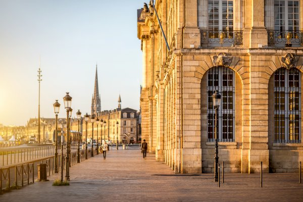 Ophorus Tours - From Paris to Bordeaux Private Transfer