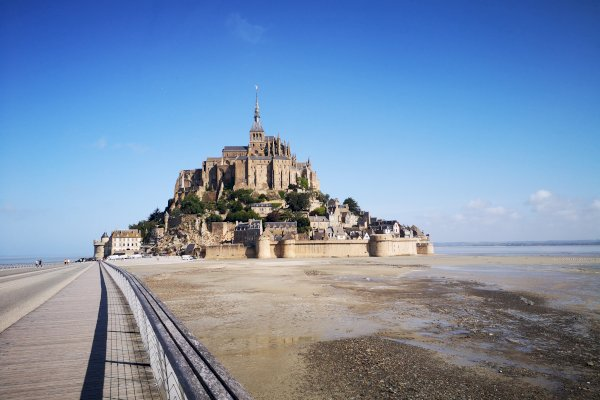 Ophorus Tours - From Paris to Mont Saint Michel Private Transfer