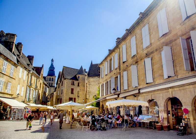 Ophorus Tours - From Paris to Sarlat la Canéda Private Transfer