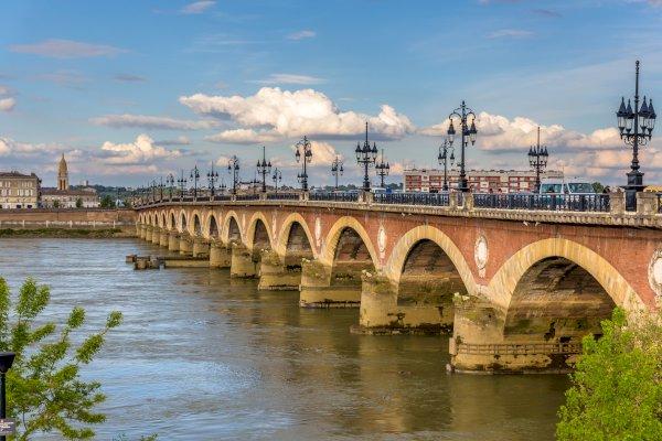 Ophorus Tours - From Saint Emilion to Bordeaux Private Transfer