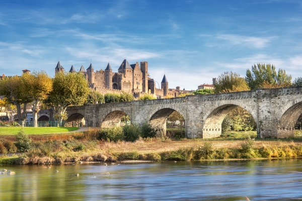 Ophorus Tours - From Sarlat la Canéda to Avignon Private Sightseeing Transfer