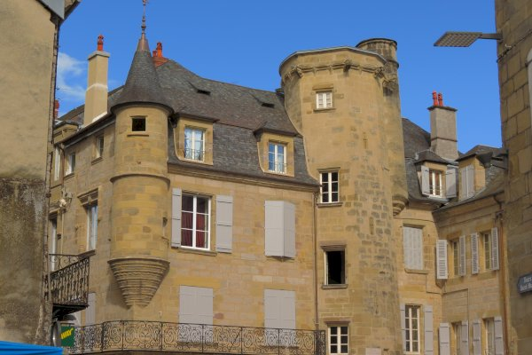 Ophorus Tours - From Sarlat la Canéda to Brive Private Transfer