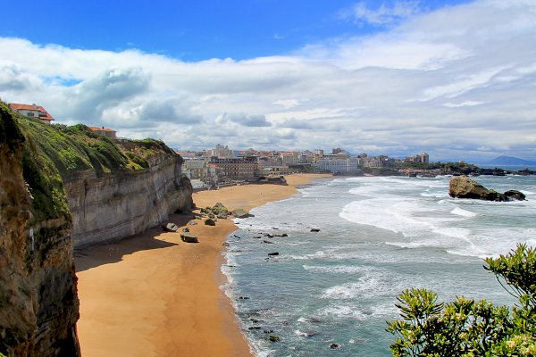 Ophorus Tours - From Toulouse to Biarritz Private Transfer