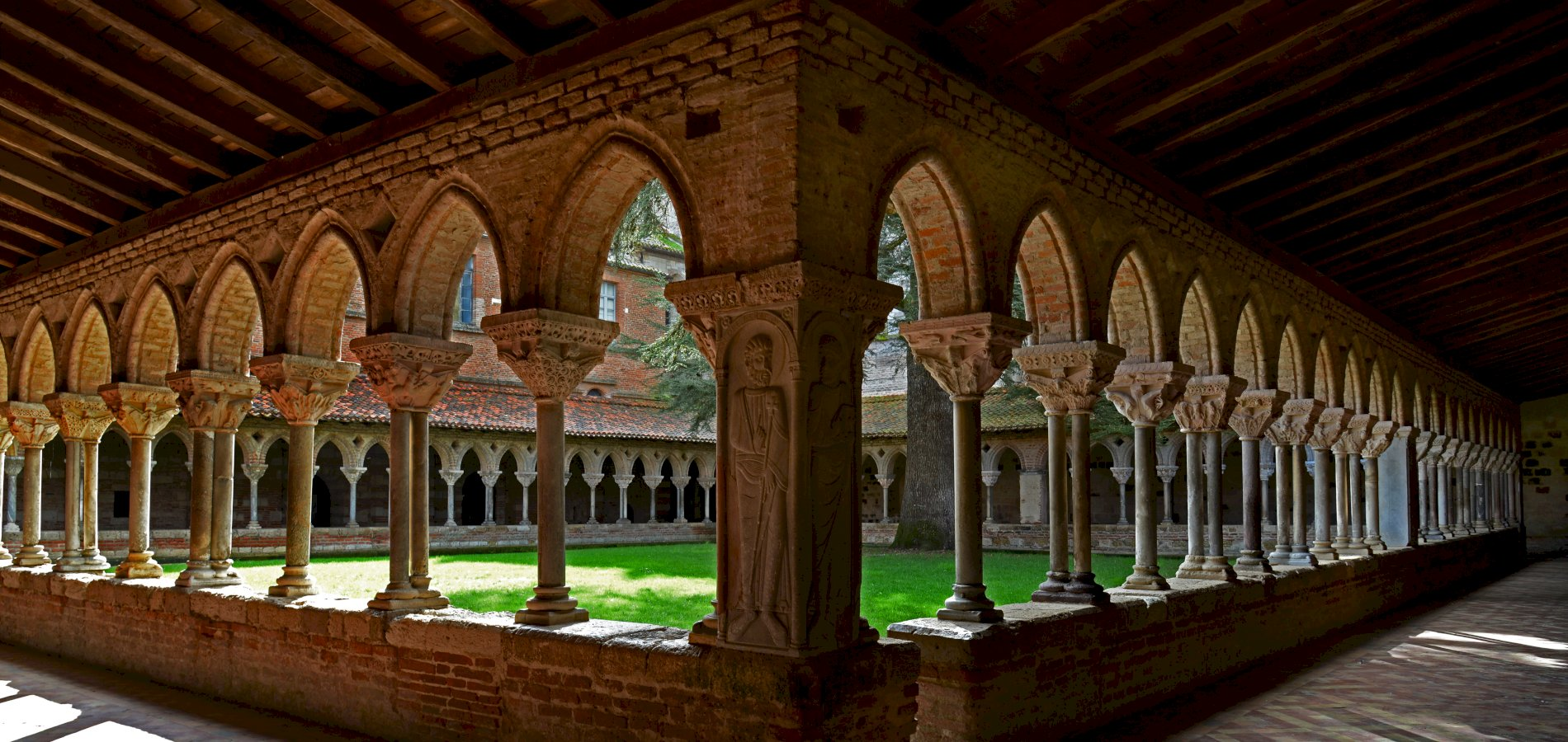 Ophorus Tours - From Toulouse to Bordeaux Private Sightseeing Transfer