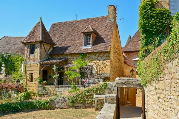 Ophorus Tours - From Toulouse to Sarlat la Canéda Private Transfer