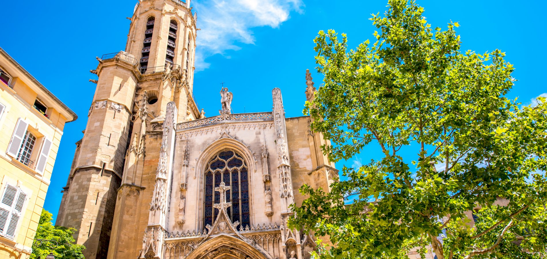 Ophorus Tours - From Marseille to Aix en Provence Private Transfer