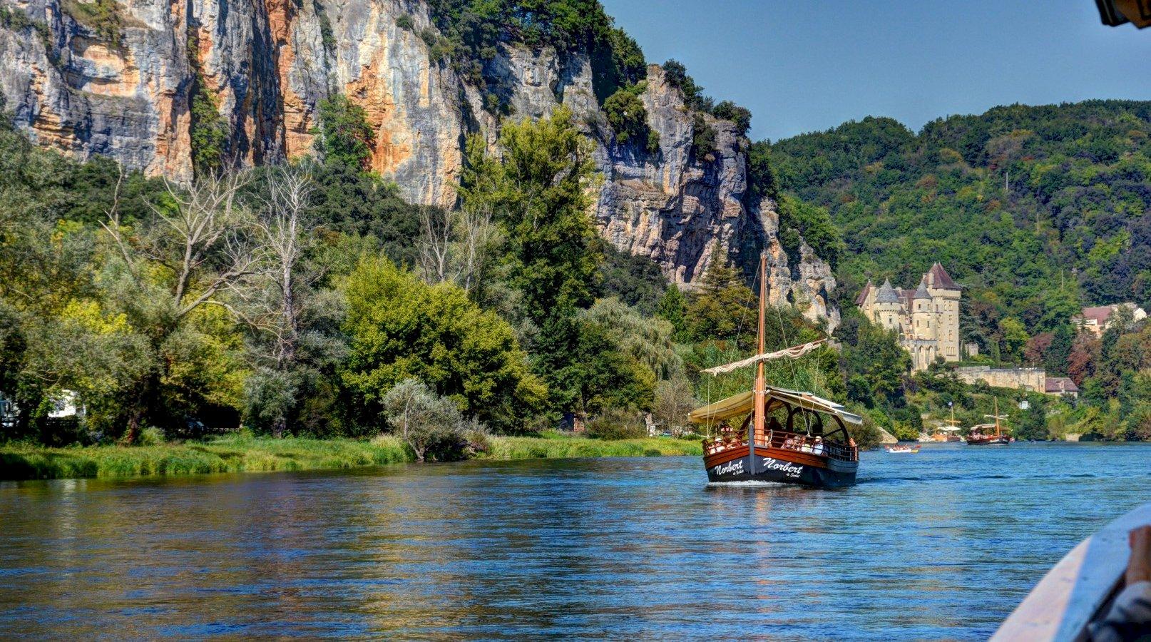 Ophorus Tours - 5 Days Dordogne Shared Travel Package - 4* Hotel Option