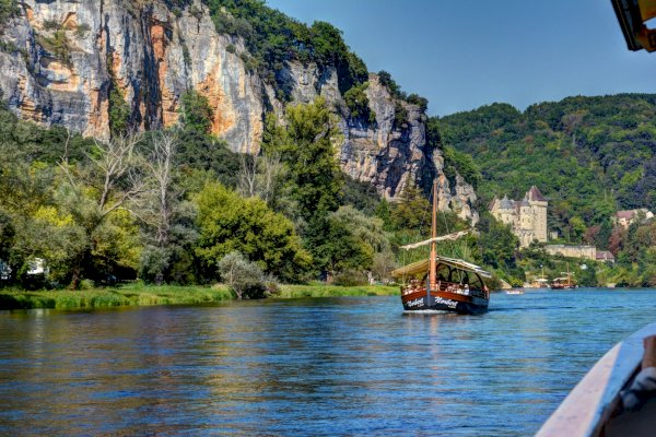 Ophorus Tours - 5 Days Dordogne Shared Travel Package - 4* Hotel Option
