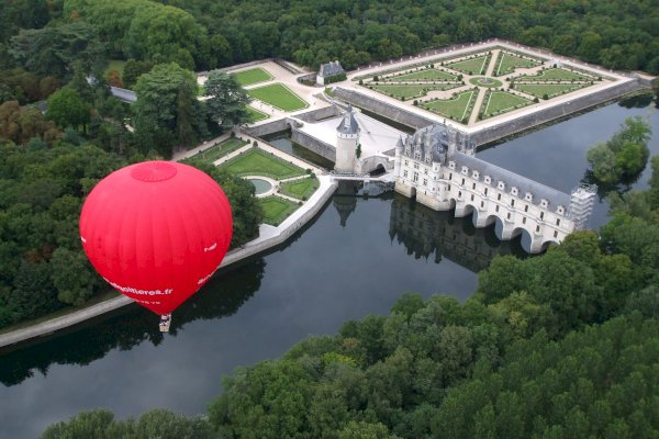Ophorus Tours - Loire Valley Château Private VIP Hot Air Balloon Flight
