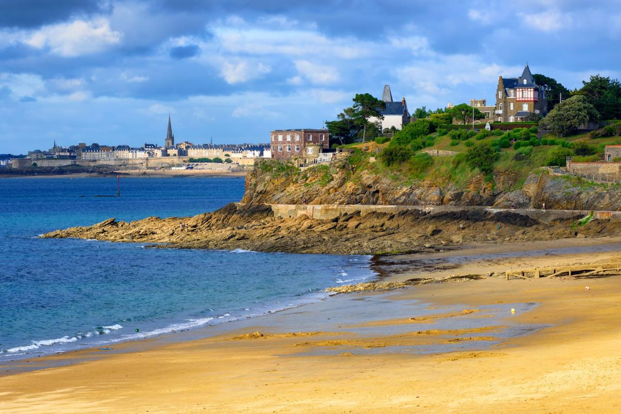 Ophorus Tours - Saint-Malo Private Guided Walking Tour with Licensed Tour Guide from Cruise Port